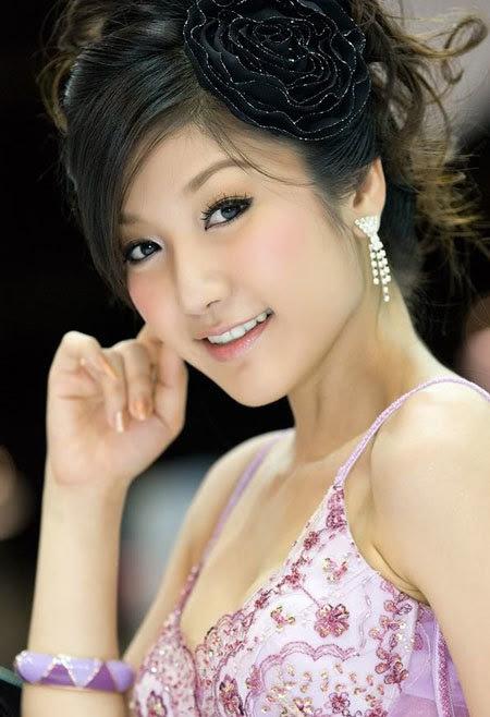 20110531155752 Sarunruk Sirirumpaivong11 Chiêm ngưỡng vẻ đẹp ao ước của nữ hoàng xế hộp Thái