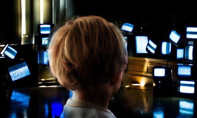 Αποτέλεσμα εικόνας για Επιπτώσεις στον εγκέφαλο ενός παιδιού από τις οθόνες