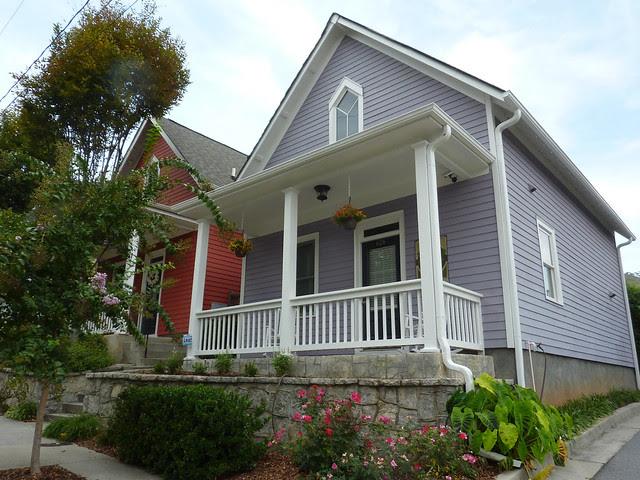 P1110976-2012-09-16-O4W-Tour-of-Homes-Rainbow-Row-oblique-lavender-10