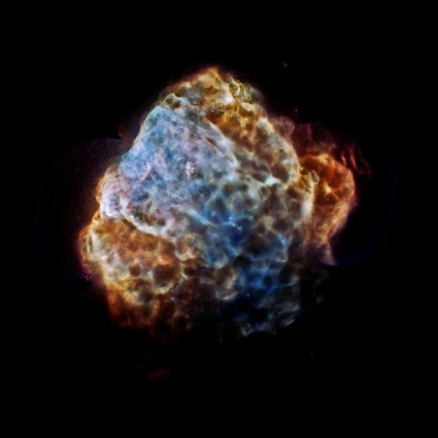 Imagem mostra remanescentes da explosão de uma supernova que foram captados com a ajuda de equipamentos da Nasa e da ESA (Foto: NASA/CXC/IAFE/G.Dubner et al & ESA/XMM-Newton)