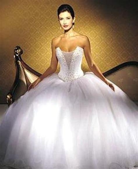 huge ball gown wedding dress   Sang Maestro