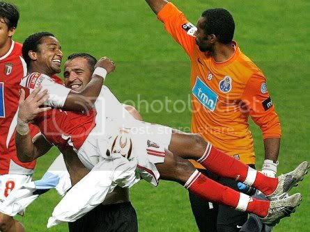 Alan do Braga em ombros na vitória sobre o FC Porto