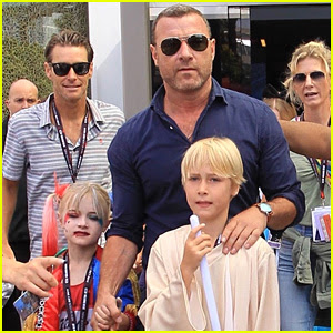 Liev Schreiber's Sons Dress Up in Costume at Comic-Con!