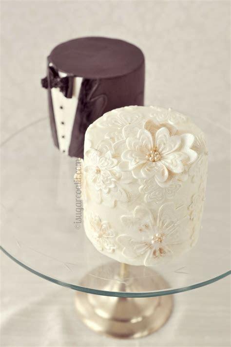 Mini Bride and Groom Wedding Cakes  SO cute!   Wedding
