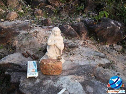 Santa esculpida de Pedra é encontrada em cima de um morro em Campo Largo/PI