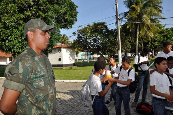 Fernando Ramos, marinheiro, foi aluno do projeto e atualmente é um dos que trabalha na iniciativa