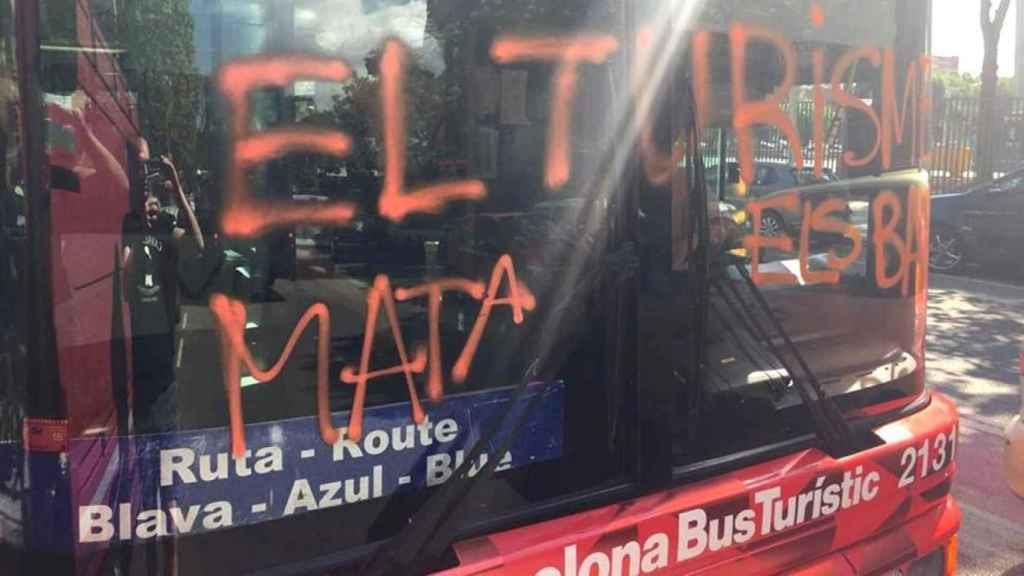 Arran, que se suele reunir en La Barraqueta, perpetró este ataque contra un bus turístico en Barcelona