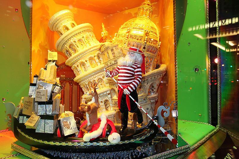 best-window-displays_bloomingdales_2013_christmas_all-wrapped-in_08