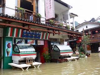 rosewwod cafe sous l'eau a Yangshuo