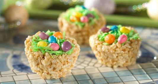 Making-Easter-Baskets-Robins-Eggs-Nest-Easter-Treats-kelloggs-cereal-printable-coupon