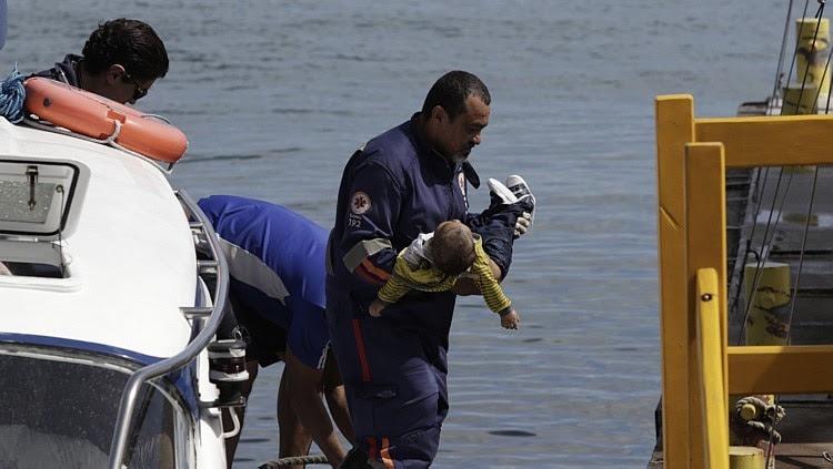 Morre bebê resgatado de naufrágio na BA após 2 horas de tentativa de reanimação. Foto: XANDO PEREIRA/AGÊNCIA ATARDE