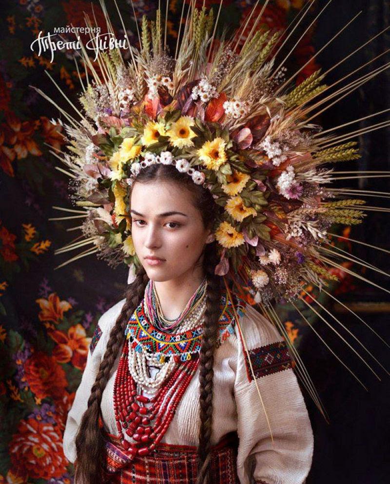 Mulheres modernas usando coroas tradicionais ucranianas dão um novo significado a uma antiga tradição 05