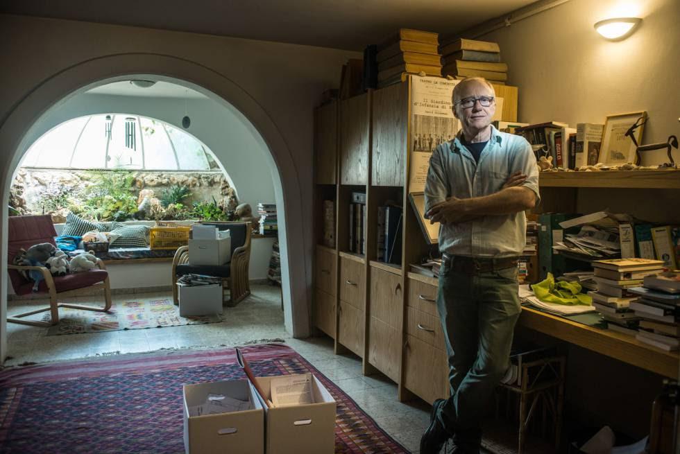 El escritor israelí David Grossman, en su casa de Mevasseret, cerca de Jerusalén.