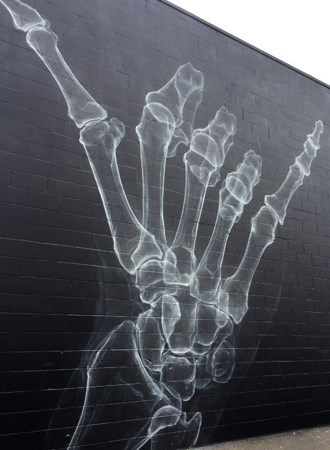 Hang loose: street art in Honolulu, Hawaii