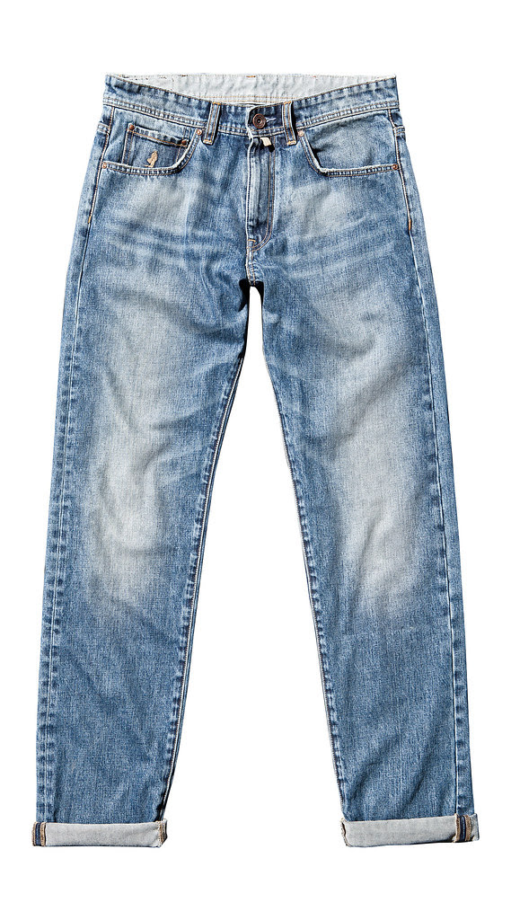 11_The_essential_jeans