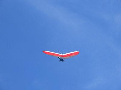 deltaplane au dessus de bar sur loup.jpg