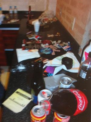 Polícia encontrou bebidas no apartamento (Foto: Divulgação)