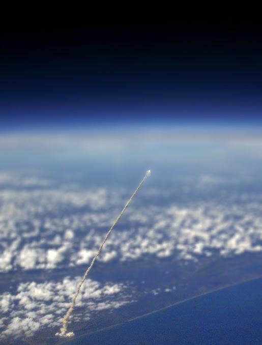 Llançament espacial vist des de l'aire.