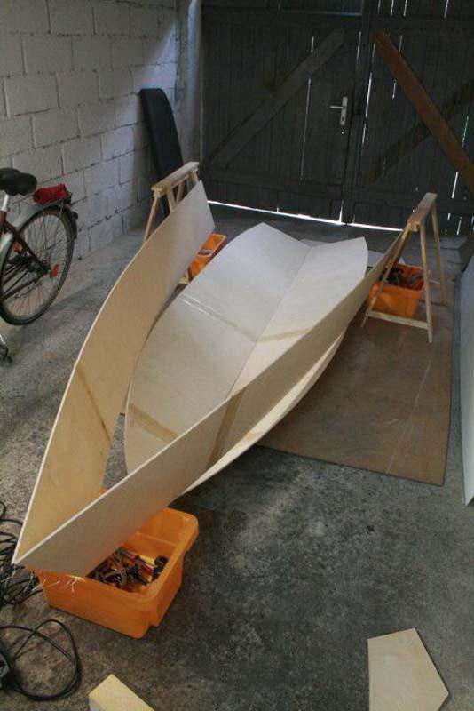 Έφτιαξε μόνος του ιστιοπλοϊκό σκάφος στο σπίτι (31)