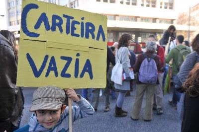 Bloco desafia Governo a cortar nos juros que paga à troika para compensar subsídios