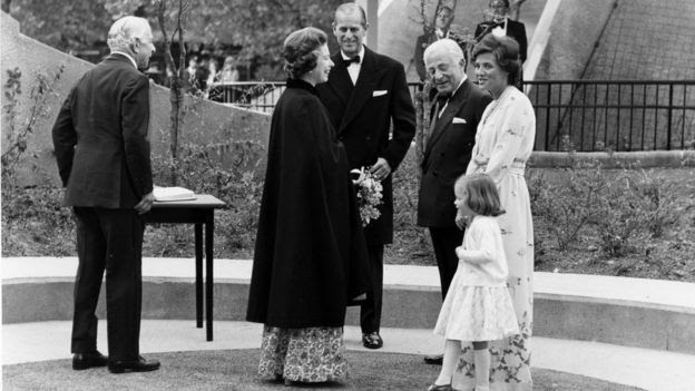 Queen and the Duke of Edinburgh meeting Lord Zuckerman, financier Charles Clore, Vivien Duffield, his daughter and Arabella Duffield