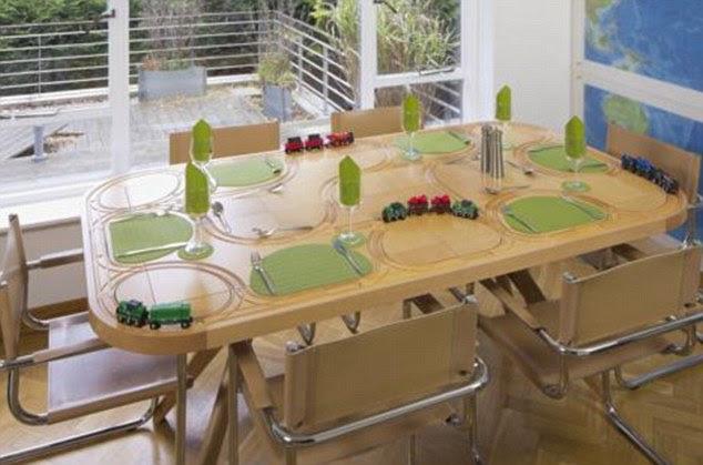 Un tavolo da pranzo dove utilizzi un treno tulipanorosa - Dove comprare un leggio da tavolo ...