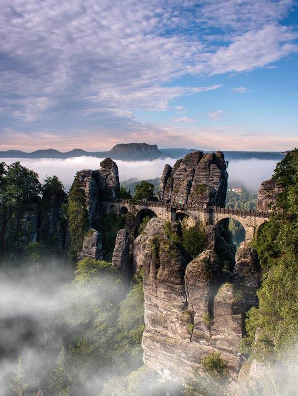 perierga.gr - Bastei: Μια επιβλητική γέφυρα στους βράχους!