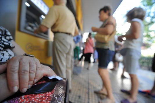 Συντάξεις: Ξεκινάει η μεγάλη σφαγή – Περισσότεροι από 1.000.000 συνταξιούχοι θα δουν μειώσεις ως και 40% - Ποιοι χάνουν