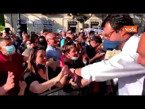 Avezzano, Salvini tra i fan senza mascherina