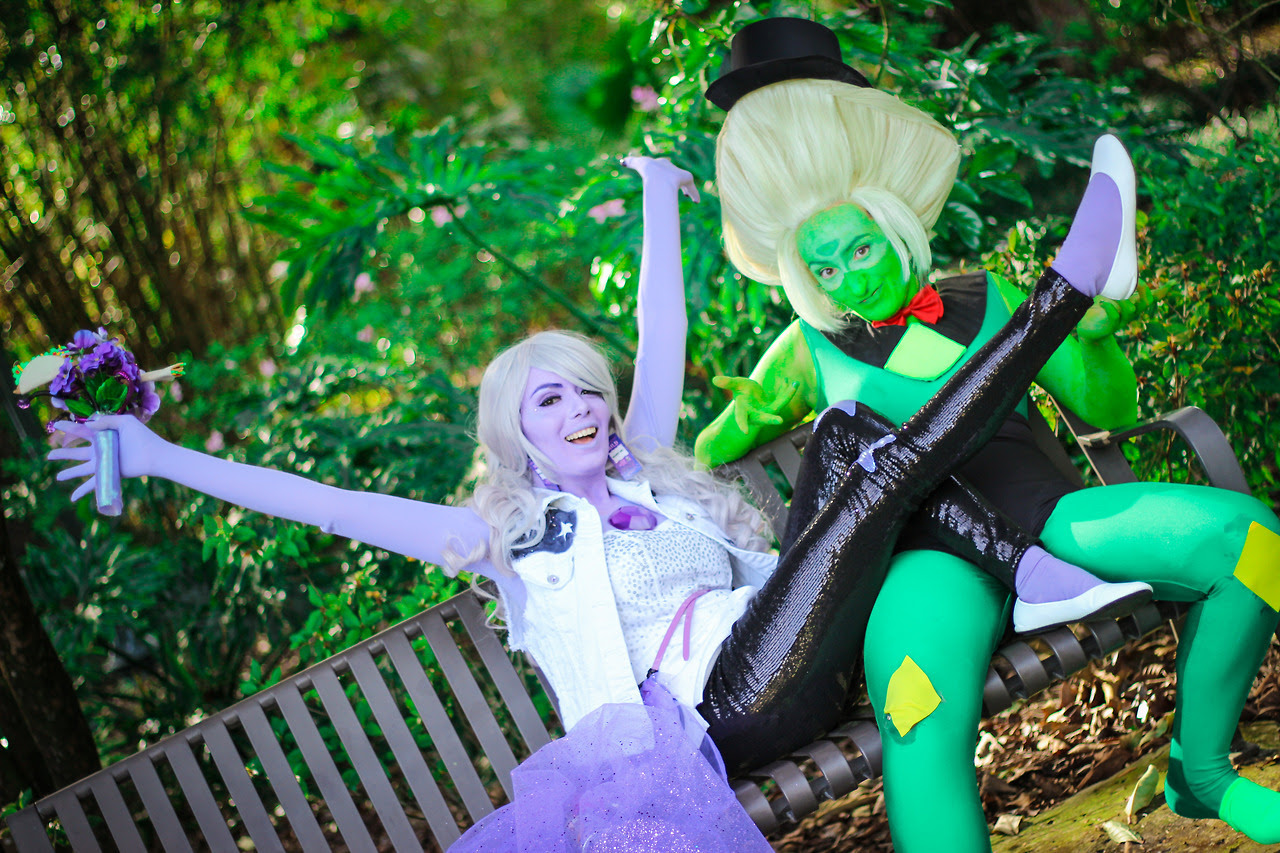 Did you order some Amedot? Amethyst: @dekuflowerr Peridot: @for-the-love-of-clod 📸: @keighleyk