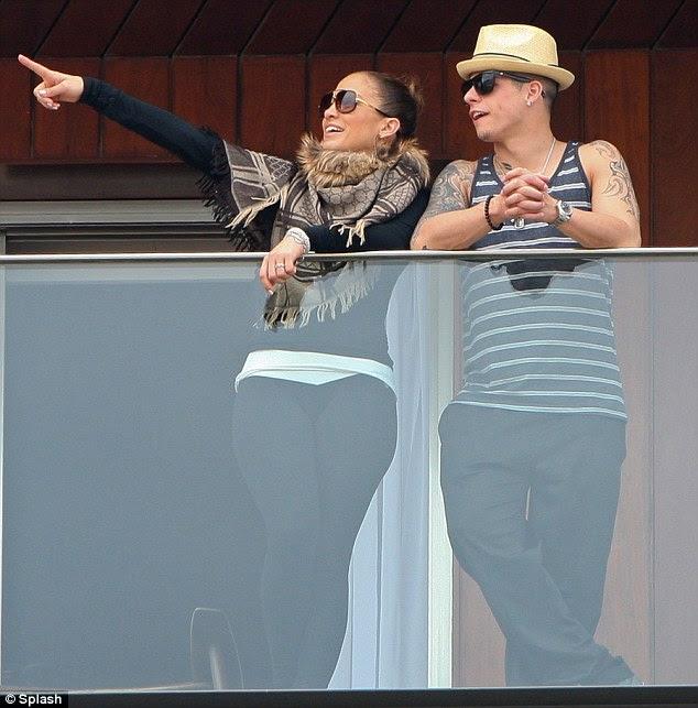 Tendo em vista: A cantora e seu namorado foram vistos toyboy anterior sobre o dia na varanda de seu hotel