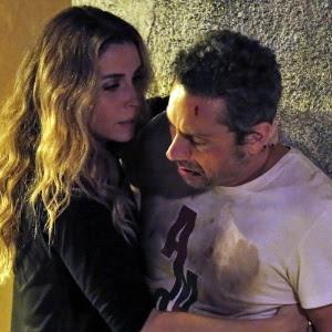 Atena socorre Romero ao vê-lo ferido