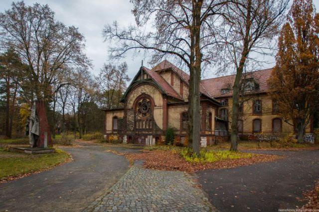 Deserted Hospital of Horror