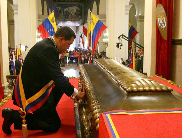 Hugo Chávez rinde homenaje a Bolívar
