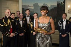 Michelle Obama et ses conseillers culturels en treillis chic