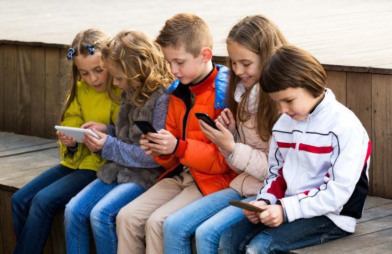 Image result for niños móviles