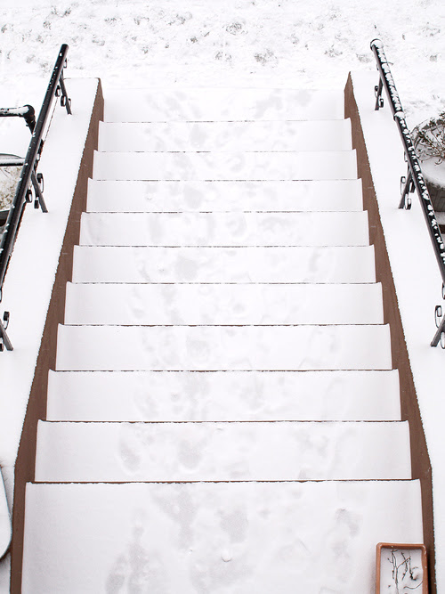 stoop with snow