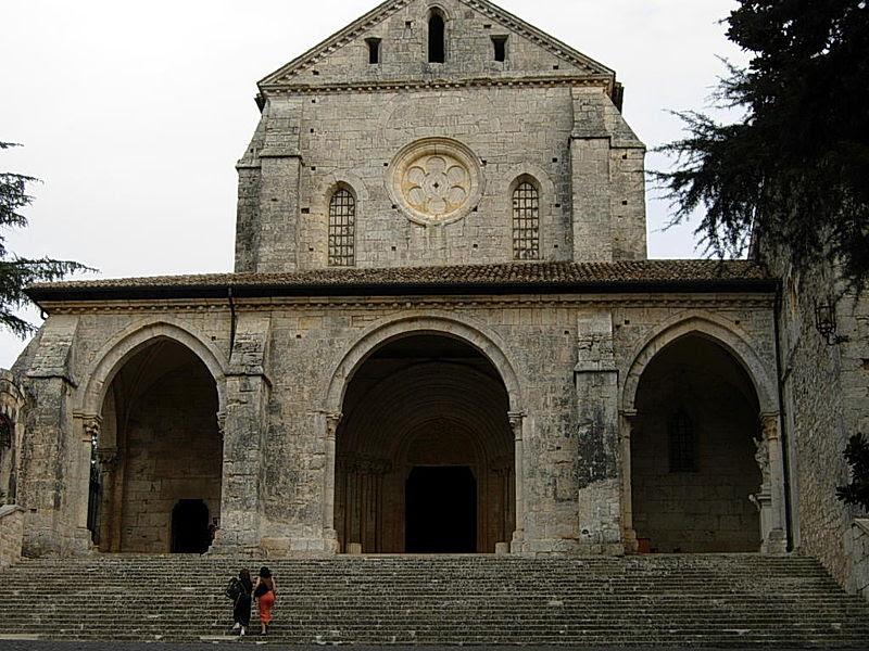 File:Abbazia di Casamari (FR).JPG