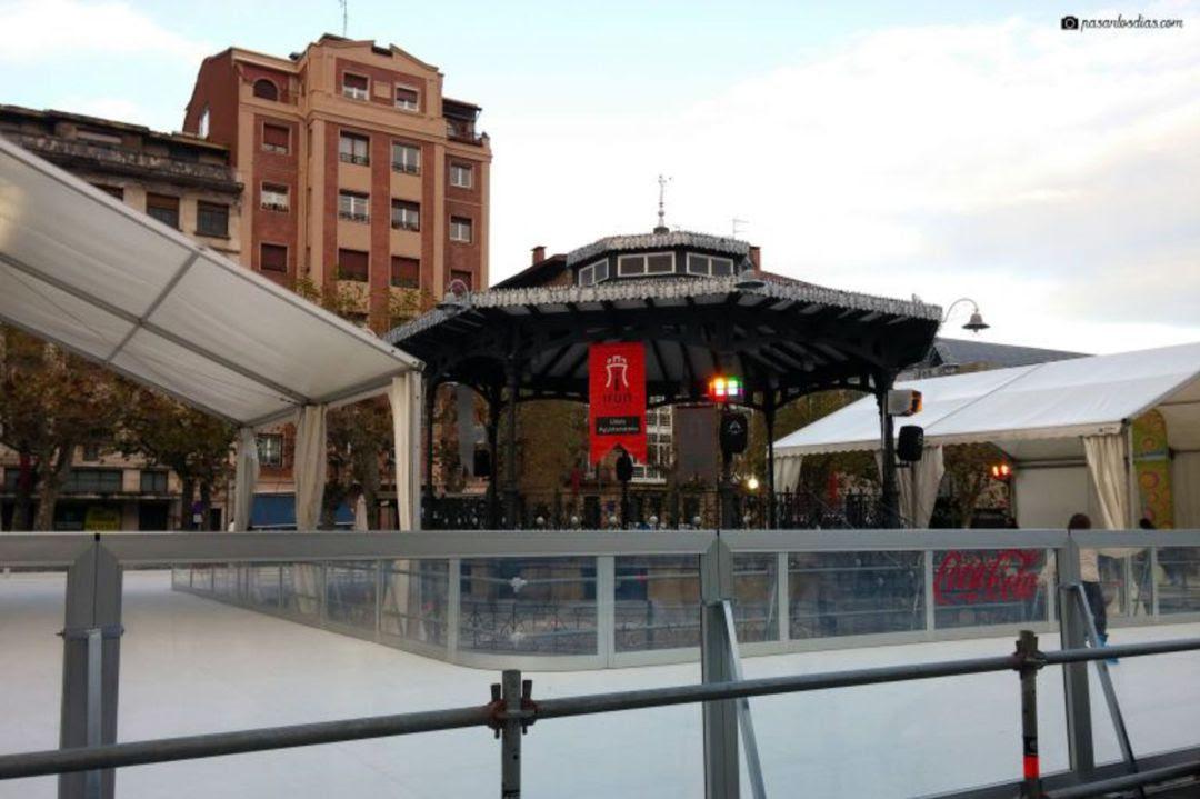 La pista de hielo instalada en la plaza del Ensanche de hace unos años.