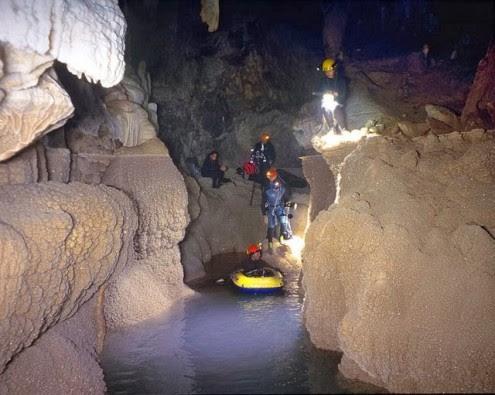 το-μυθικό-σπήλαιο-των-λιμνών-10