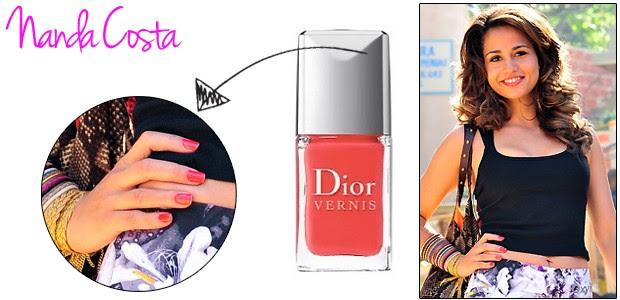Morena (Nanda Costa) usa o esmalte Dior Vernis cor Riviera 537. Como a maioria de nós não pode pagar R$ 74 em um vidrinho, recomendamos a cor laranja Siena da Risqué (Foto: Divulgação/TV Globo e Divulgação)