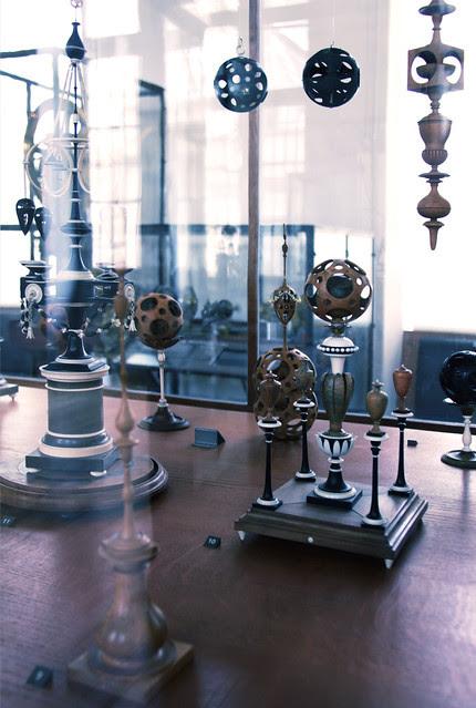 Geometrical model cabinet