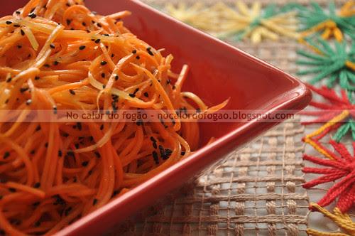 Cenouras com sementes de nigela