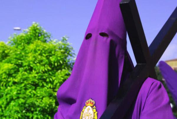 Nazareno en una procesión de Murcia