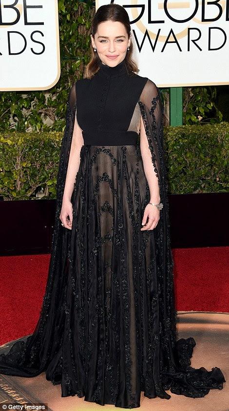 Globurile de aur Emilia Clarke in Valentino