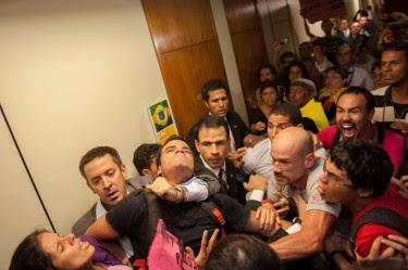 Photo by Cícero Bezerra shared bu Homofobia Não on Facebook.