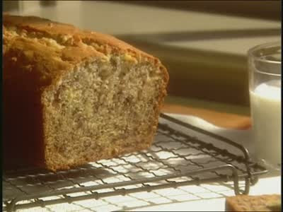Video: Martha Bakes: Old-Fashioned Banana Bread | Martha ...