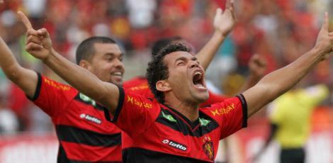 Camilo fez o primeiro gol do Sport diante do Paraná / Foto: Alexandre Gondim/JC Imagem