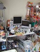 La camera di un hikikomori, soggetto che mostra estrema dipendenza da internet