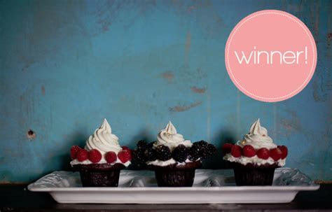 giveaway winners: wedding cake from deliciuex cakes & tea